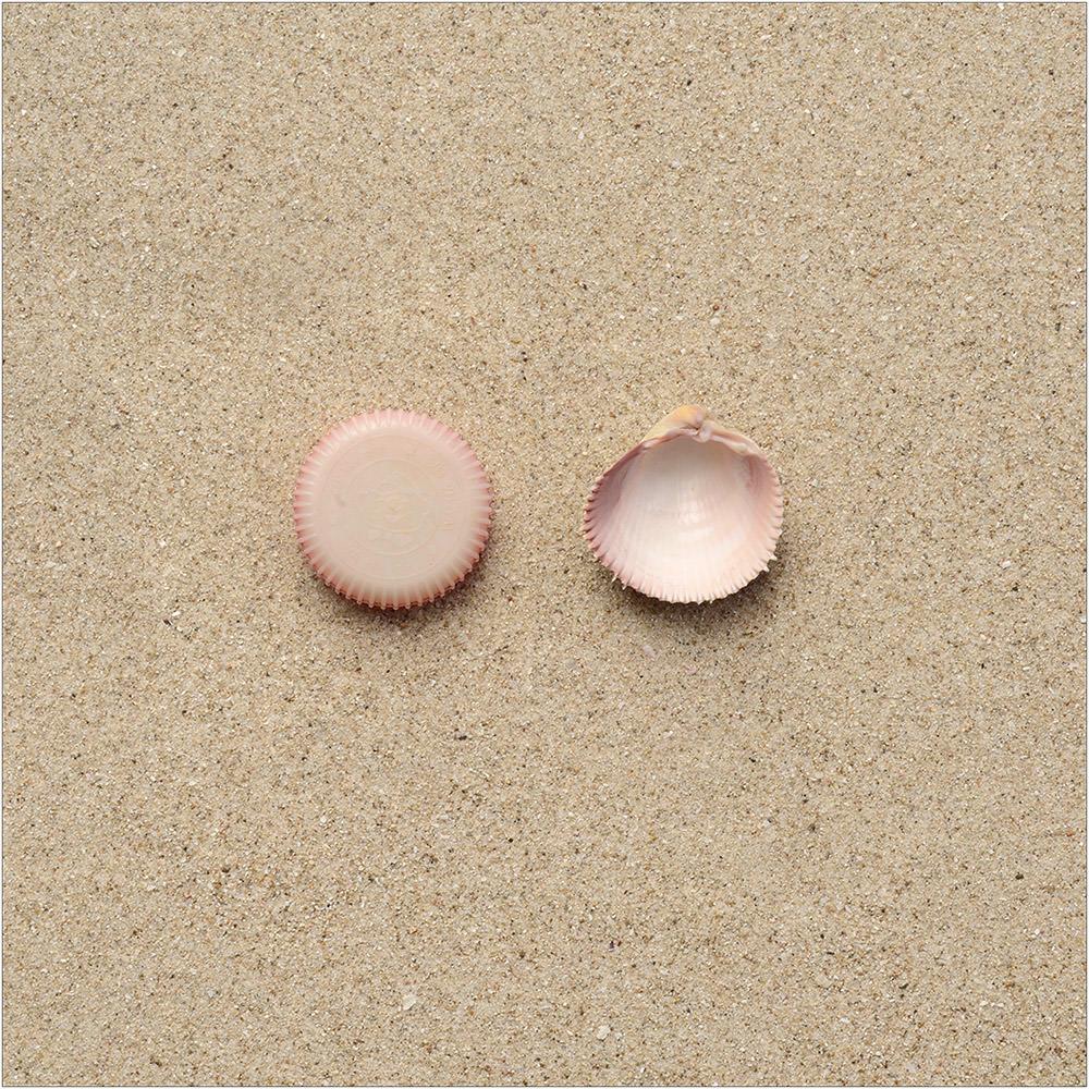 Involuntary-Pairs-liina-klauss-02-involuntarypairs-liinaklauss-bottle-cap—pink-shell
